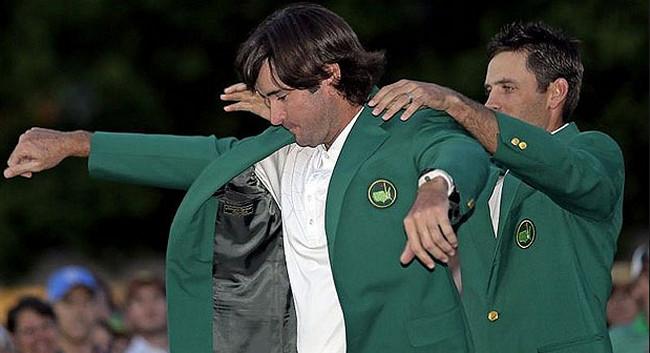 Bubba Watson recibiendo la Chaqueta Verde - Masters 2012