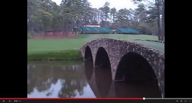 Cruzando el Puente Hogan del Augusta National - Masters - Golf