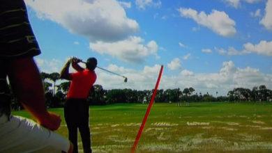 Photo of Así juega Tiger Woods en el campo de prácticas