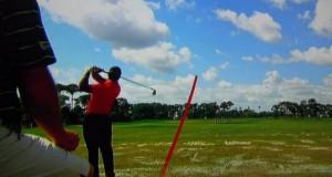 Vídeo de Tiger Woods pegando bolas campo de prácticas - Golf